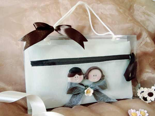 Romantic Couple Cosmetic Pouch,marco mario souvenir, wedding souvenirs, souvenir pernikahan surabaya indonesia, wedding favors, souvenir ideas, royal wedding souvenirs