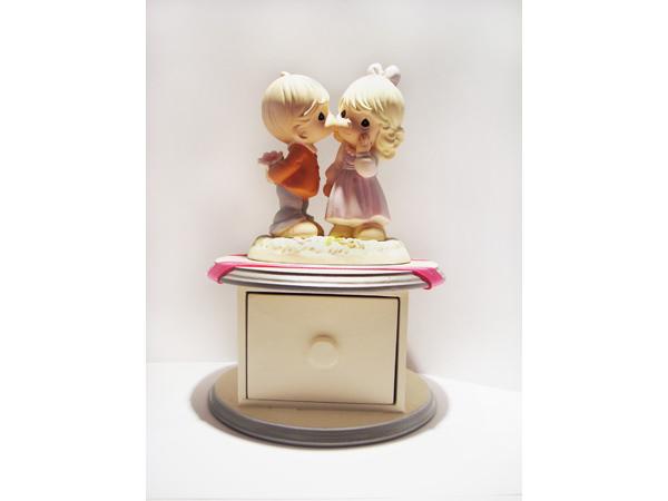Romantic Couple Round Drawer,marco mario souvenir, wedding souvenirs, souvenir pernikahan