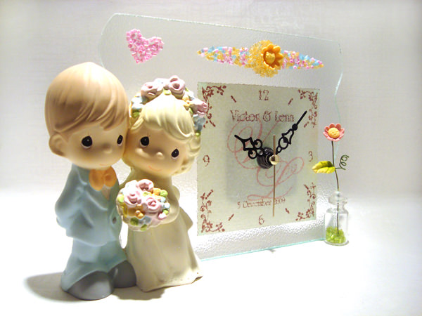 Romantic Couple Stained Gls Clock,marco mario souvenir, wedding souvenirs, souvenir pernikahan surabaya indonesia, wedding favors, souvenir ideas, royal wedding souvenirs