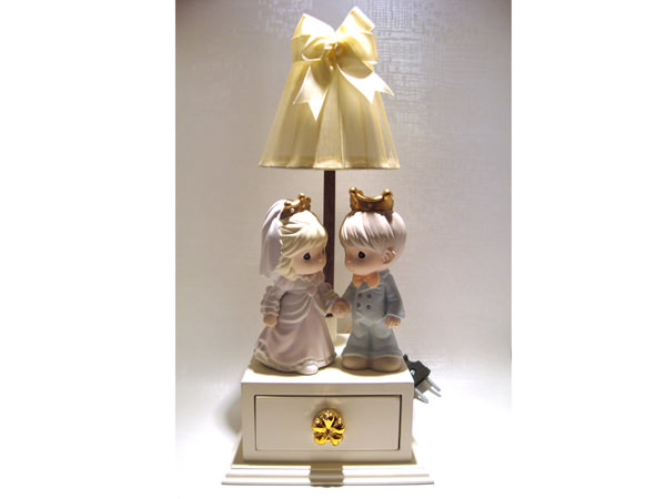 King n Queen lamp and mini drawer,marco mario souvenir, wedding souvenirs, souvenir pernikahan surabaya indonesia, wedding favors, souvenir ideas, royal wedding souvenirs