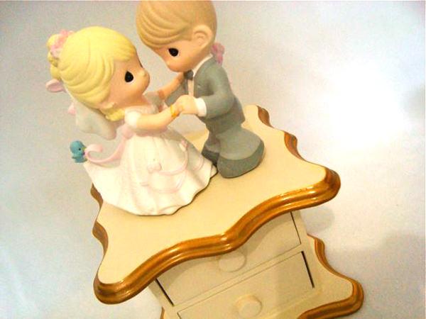 Dancing couple double drawers,marco mario souvenir, wedding souvenirs, souvenir pernikahan surabaya indonesia, wedding favors, souvenir ideas, royal wedding souvenirs