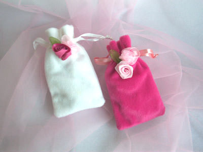 Pink Roses Pouch,marco mario souvenir, wedding souvenirs, souvenir pernikahan surabaya indonesia, wedding favors, souvenir ideas, royal wedding souvenirs