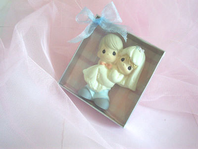 Romantic Couple Magnet,marco mario souvenir, wedding souvenirs, souvenir pernikahan