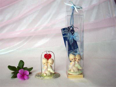 Romantic Couple Memo Holder ,marco mario souvenir, wedding souvenirs, souvenir pernikahan surabaya indonesia, wedding favors, souvenir ideas, royal wedding souvenirs