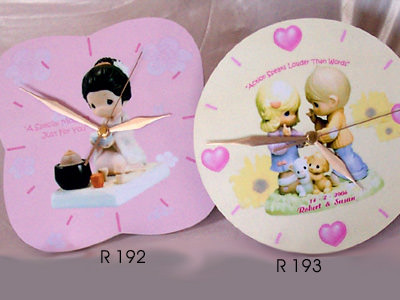Romantic Couple Wooden Printed Clock,marco mario souvenir, wedding souvenirs, souvenir pernikahan