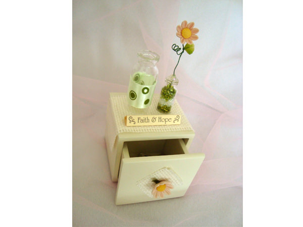 Daisy Mini Drawer,marco mario souvenir, wedding souvenirs, souvenir pernikahan surabaya indonesia, wedding favors, souvenir ideas, royal wedding souvenirs
