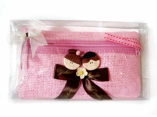 Pink Cosmetic Pouch,marco mario souvenir, wedding souvenirs, souvenir pernikahan surabaya indonesia, wedding favors, souvenir ideas, royal wedding souvenirs