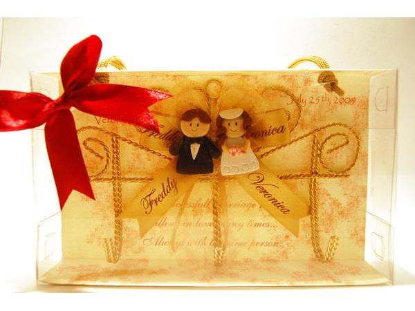Sweet Couple Key Holder,marco mario souvenir, wedding souvenirs, souvenir pernikahan surabaya indonesia, wedding favors, souvenir ideas, royal wedding souvenirs