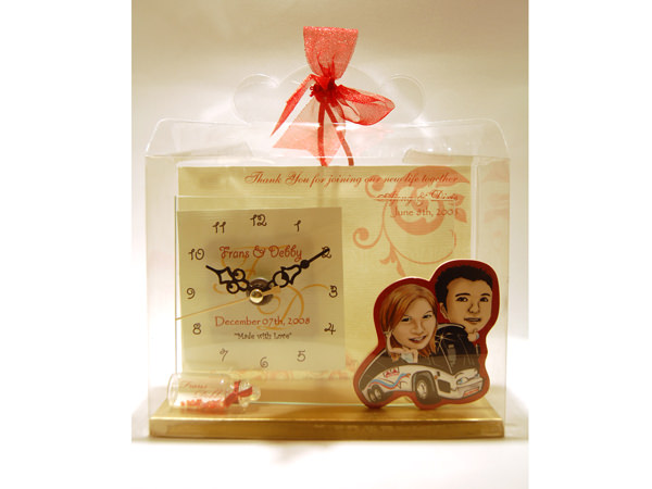 Caricature of Wedding Couple Clock,marco mario souvenir, wedding souvenirs, souvenir pernikahan surabaya indonesia, wedding favors, souvenir ideas, royal wedding souvenirs
