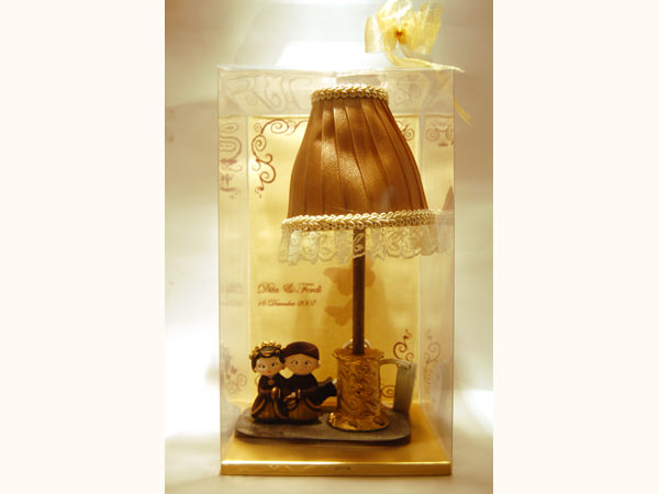 Traditional Couple Under Umbrella Lamp,marco mario souvenir, wedding souvenirs, souvenir pernikahan