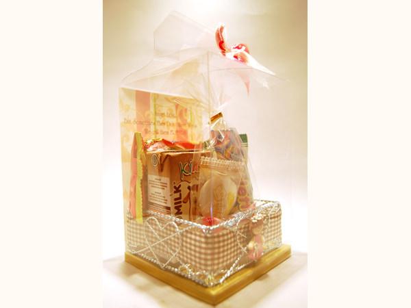 Birthday Parcel in Silver Iron Basket,marco mario souvenir, wedding souvenirs, souvenir pernikahan surabaya indonesia, wedding favors, souvenir ideas, royal wedding souvenirs