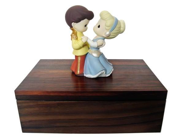 Cinderella and Prince Engagement Box,marco mario souvenir, wedding souvenirs, souvenir pernikahan surabaya indonesia, wedding favors, souvenir ideas, royal wedding souvenirs