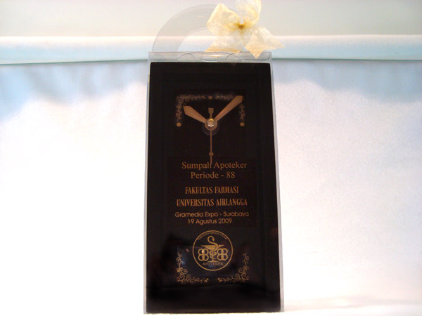 University Classic Wooden Clock,marco mario souvenir, wedding souvenirs, souvenir pernikahan