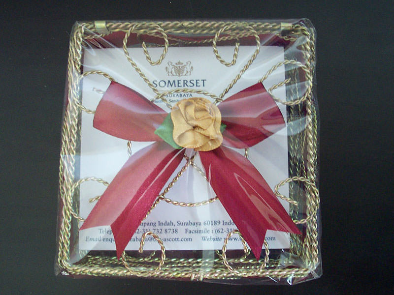 Gold wrought iron memo holder,marco mario souvenir, wedding souvenirs, souvenir pernikahan