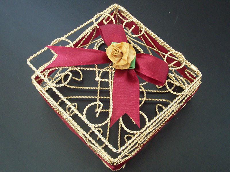 Gold wrought iron memo holder,marco mario souvenir, wedding souvenirs, souvenir pernikahan surabaya indonesia, wedding favors, souvenir ideas, royal wedding souvenirs
