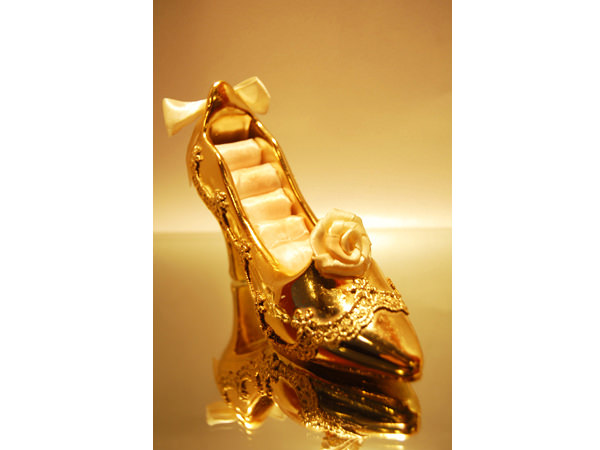 Gold Stiletto Ring  Holder,marco mario souvenir, wedding souvenirs, souvenir pernikahan surabaya indonesia, wedding favors, souvenir ideas, royal wedding souvenirs