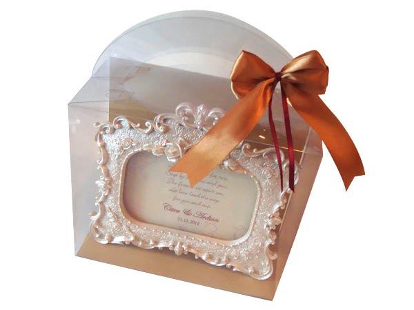 4R Pearly White Frame,marco mario souvenir, wedding souvenirs, souvenir pernikahan surabaya indonesia, wedding favors, souvenir ideas, royal wedding souvenirs