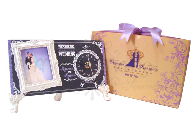 Chalkboard Clock Frame,marco mario souvenir, wedding souvenirs, souvenir pernikahan