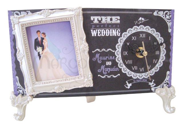 Chalkboard Clock Frame,marco mario souvenir, wedding souvenirs, souvenir pernikahan surabaya indonesia, wedding favors, souvenir ideas, royal wedding souvenirs