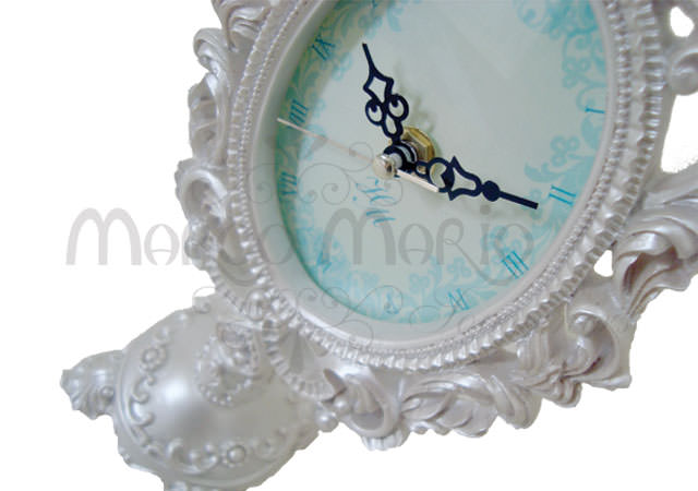 Pearly white oval clock,marco mario souvenir, wedding souvenirs, souvenir pernikahan surabaya indonesia, wedding favors, souvenir ideas, royal wedding souvenirs