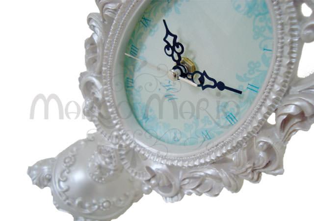 Pearly white oval clock,marco mario souvenir, wedding souvenirs, souvenir pernikahan surabaya indonesia, wedding favors, souvenir ideas, royal wedding souvenirs