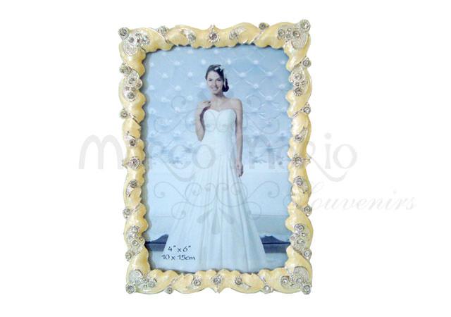 pearly frame potrait,marco mario souvenir, wedding souvenirs, souvenir pernikahan surabaya indonesia, wedding favors, souvenir ideas, royal wedding souvenirs