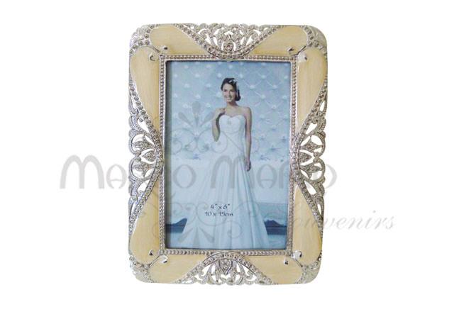 pearly cream carved frame,marco mario souvenir, wedding souvenirs, souvenir pernikahan surabaya indonesia, wedding favors, souvenir ideas, royal wedding souvenirs