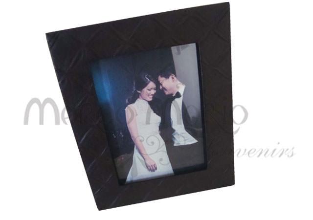 Flower pattern leather frame,marco mario souvenir, wedding souvenirs, souvenir pernikahan