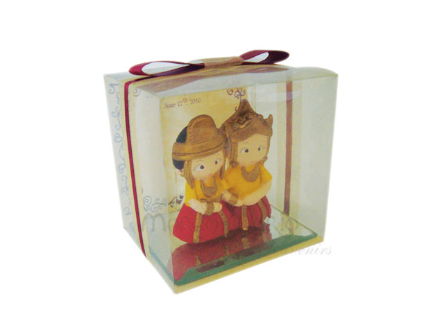 kutai traditional couple,marco mario souvenir, wedding souvenirs, souvenir pernikahan