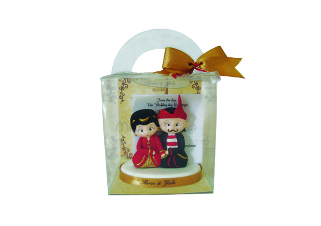 paper pen holder madura couple,marco mario souvenir, wedding souvenirs, souvenir pernikahan