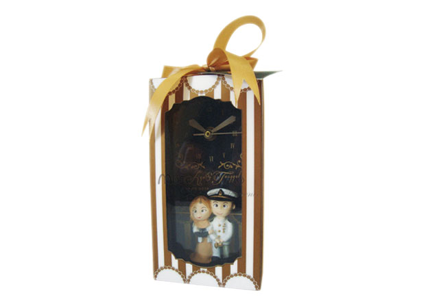customized couple wooden clock,marco mario souvenir, wedding souvenirs, souvenir pernikahan