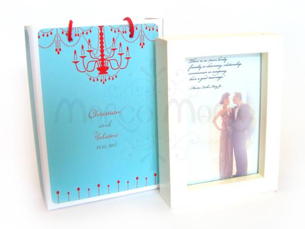 White Double Sided 4R Photo Frame,marco mario souvenir, wedding souvenirs, souvenir pernikahan surabaya indonesia, wedding favors, souvenir ideas, royal wedding souvenirs