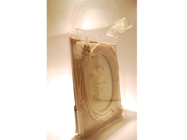 Elegant Pearly White Frame,marco mario souvenir, wedding souvenirs, souvenir pernikahan surabaya indonesia, wedding favors, souvenir ideas, royal wedding souvenirs